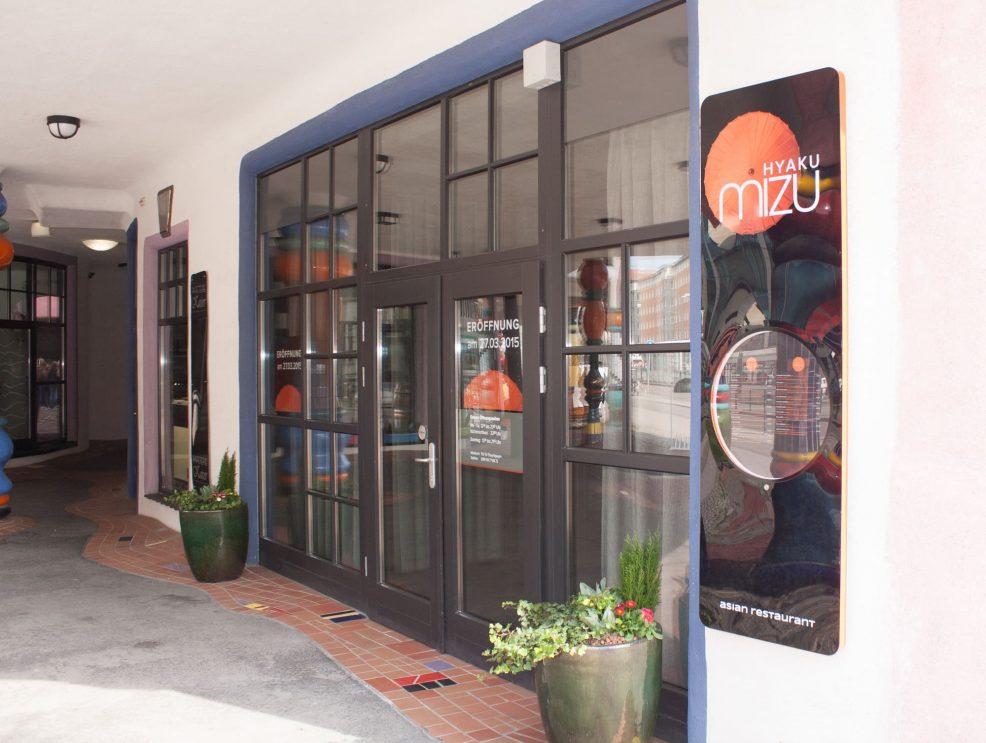 Außenwerbung für  Hyaku Mizu Asian Restaurant